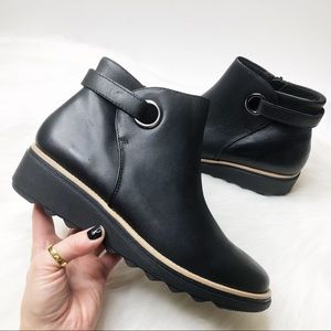 New CLARKS Ultimate Comfort Collection Sharon Spring Black Leather Booties 7.5